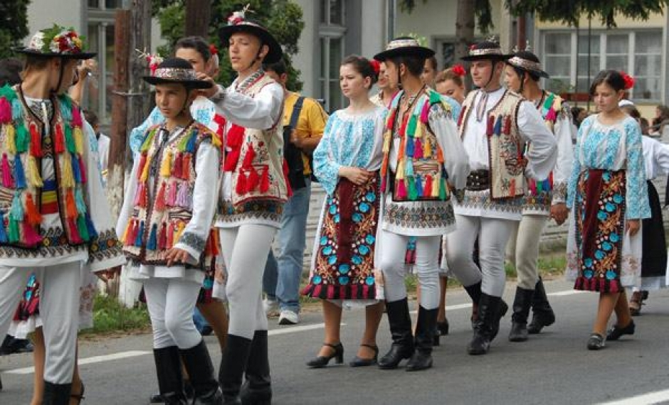 e6ad6d0f2 TRADITIONAL ROMANIAN FOLK COSTUMES